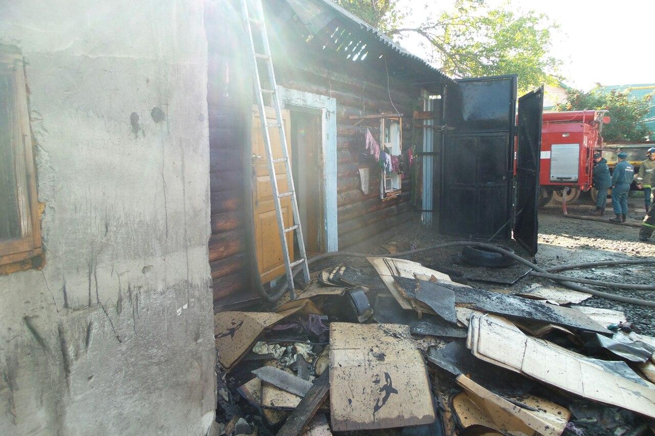 На Промысловой сгорел дом, где жили таджики