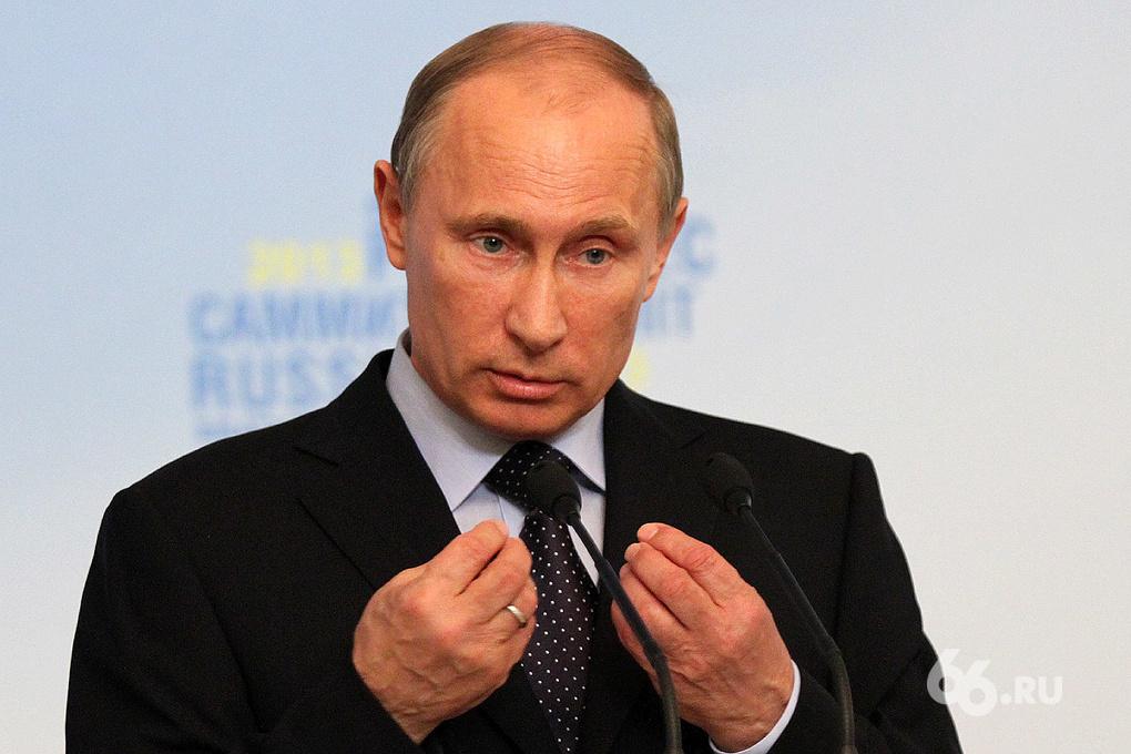 Владимир Путин: за снижением цен на нефть стоит политика других стран