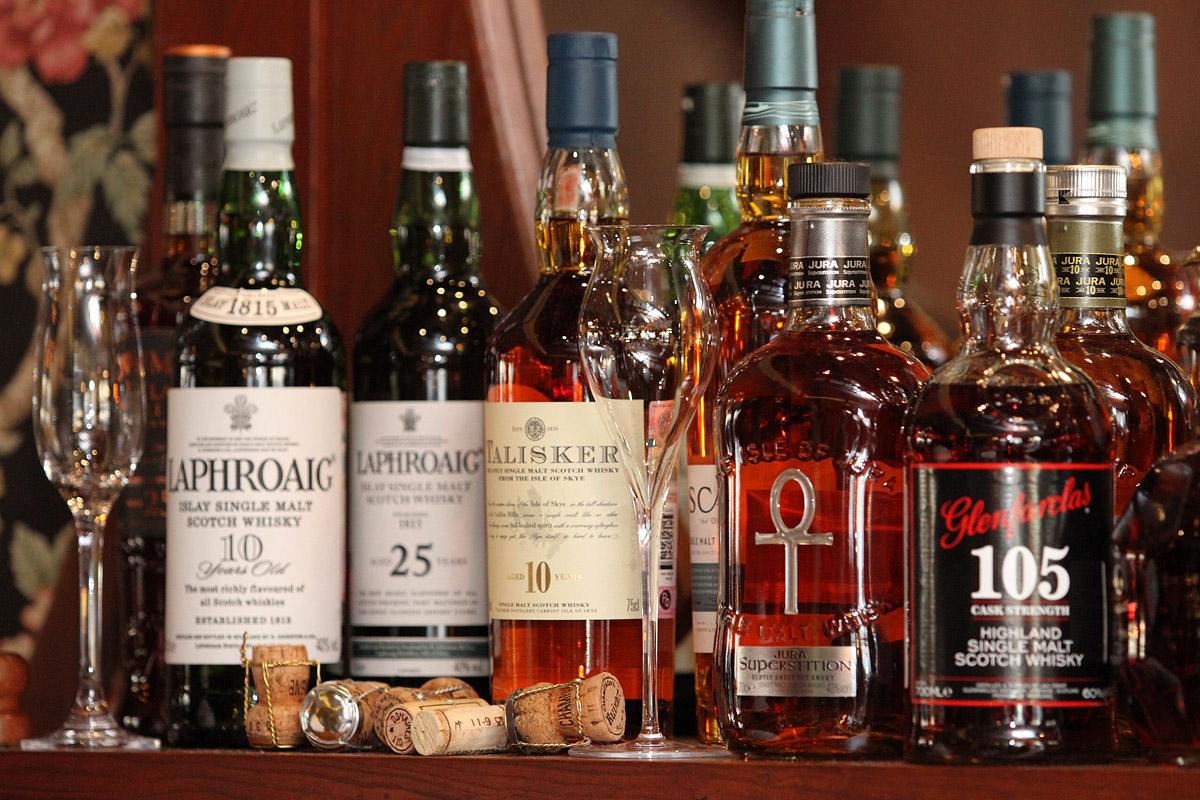 Как в США. Россияне поддерживают идею продажи алкоголя с 21 года