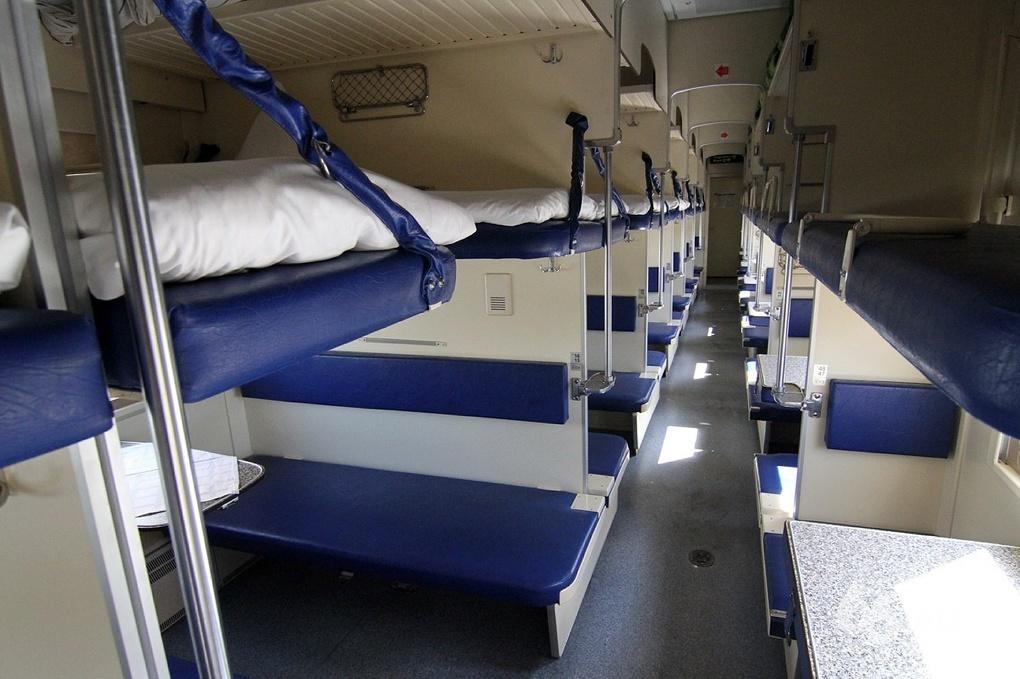 В Свердловской области ищут мужчину, зарезавшего в поезде продавца