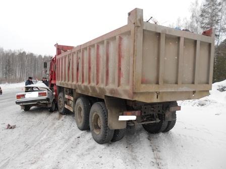 ГИБДД ищет водителя, который спровоцировал смертельное ДТП под Пышмой