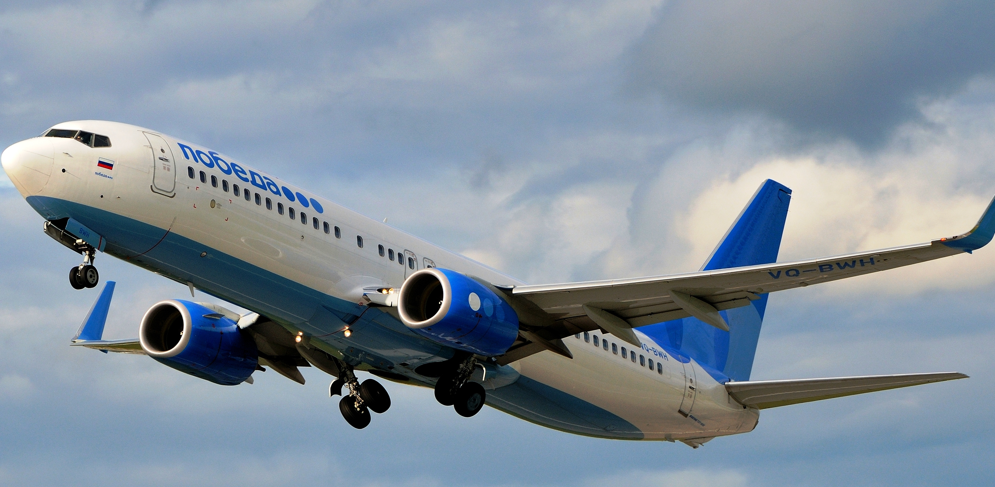 «Победа» объявила благодарность стюардессе и пилотам, снявшим с рейса волейболиста Кимерова