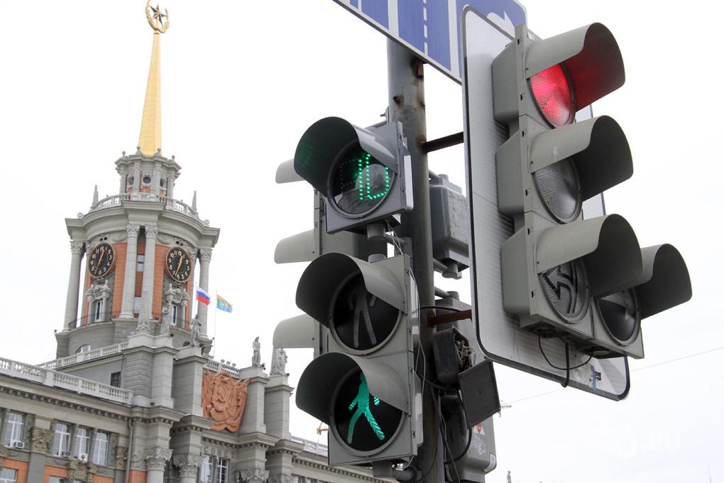 В Екатеринбурге отремонтировали 22 светофора