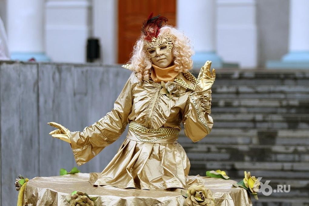Ангелы, демоны и коровы. В Верхней Пышме прошел традиционный карнавал