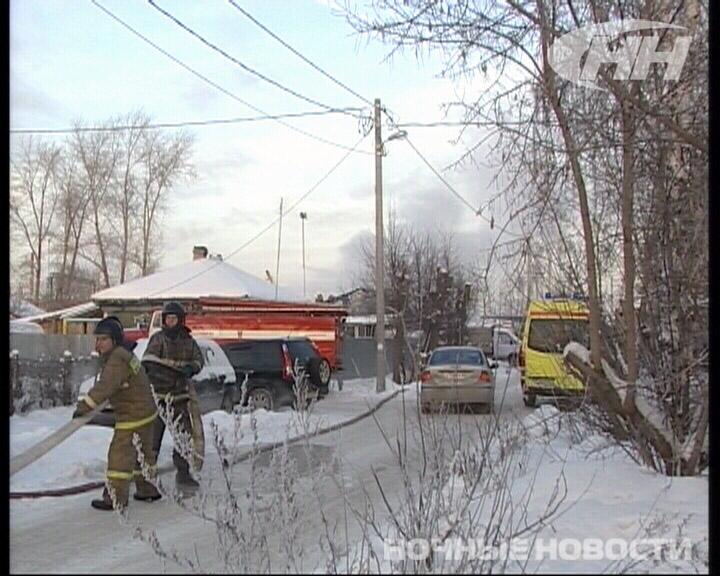 На Кронштадтской загорелся дом, в котором живут три семьи