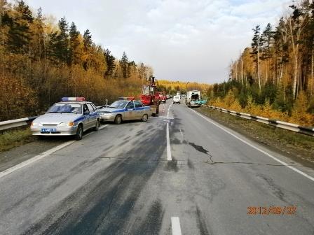 Возле Ревды китайский грузовик разбился о трактор