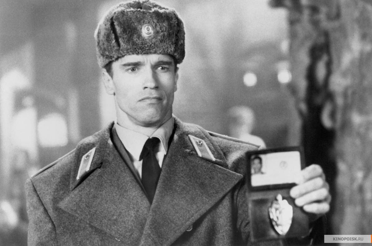 Арнольда Шварценеггера нарядили челябинским полицейским
