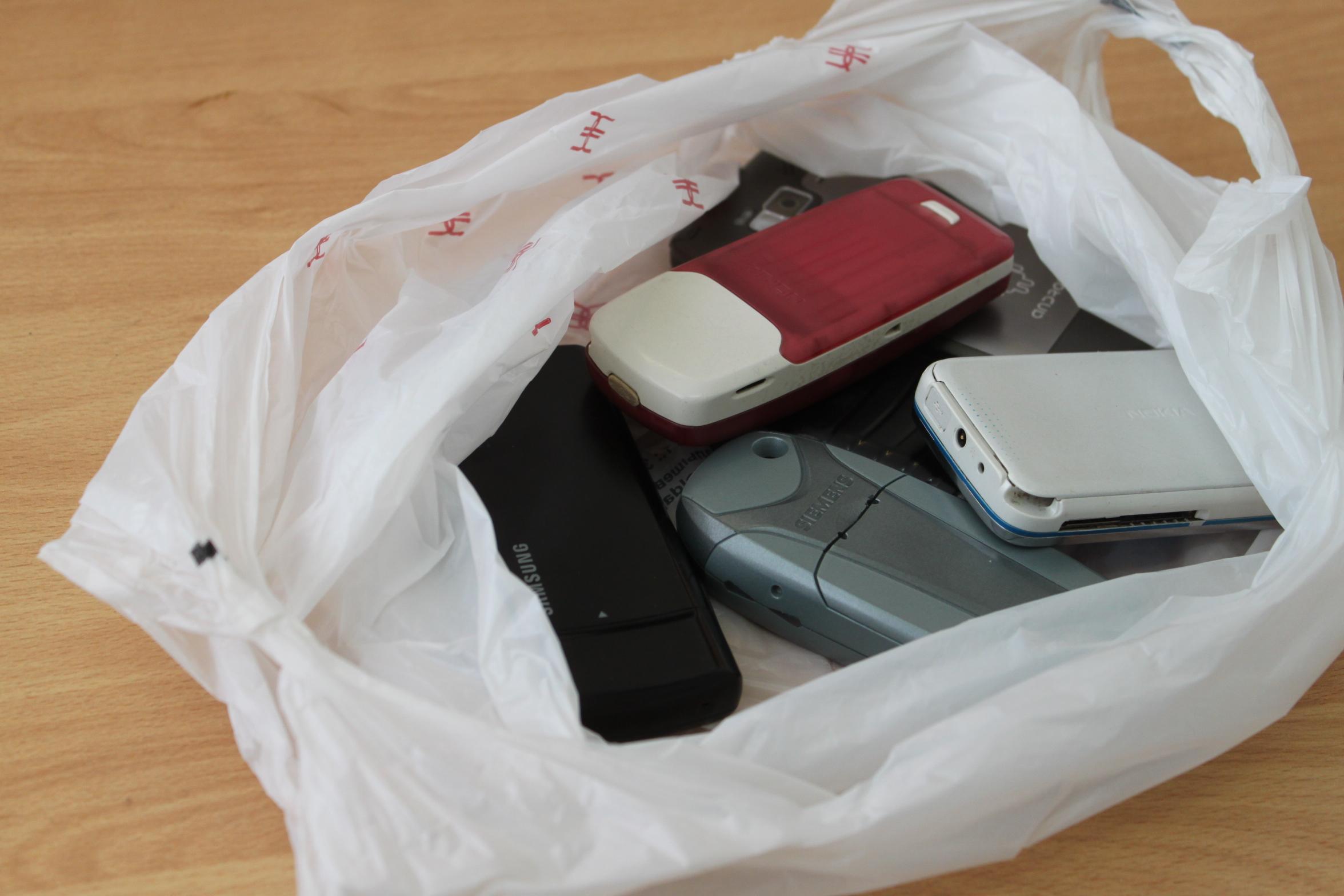 Свердловские зэки не дождались мобильников и тюбиков с SIM-картами