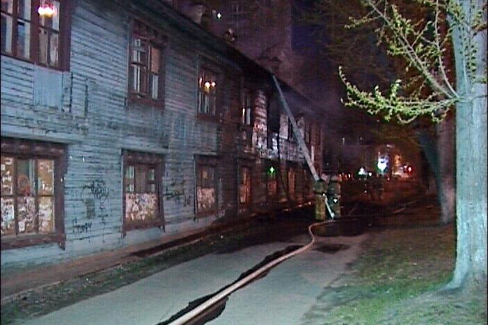 В районе Южного автовокзала сгорел заброшенный барак