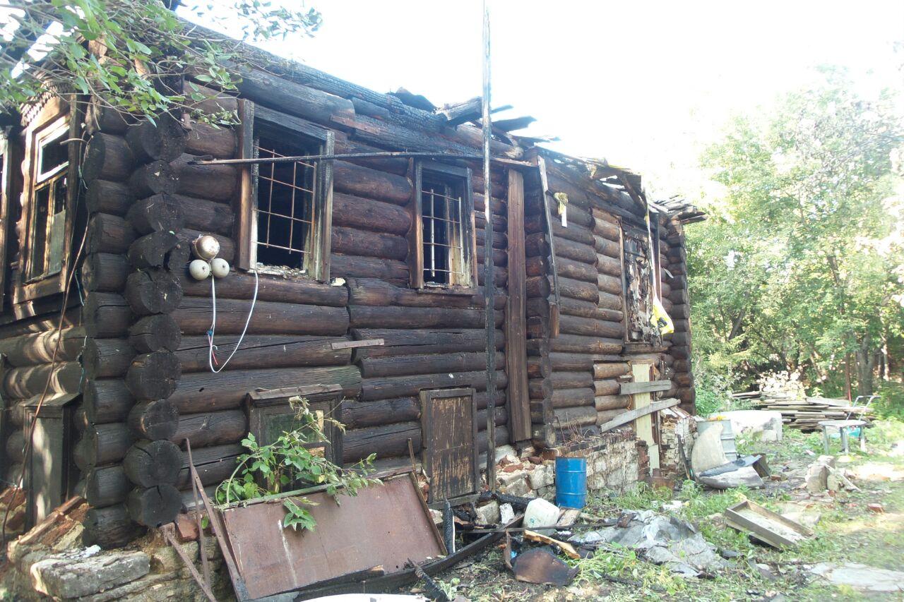МУГИСО не поможет. Сгоревший дом Олега Елового будут восстанавливать всем миром