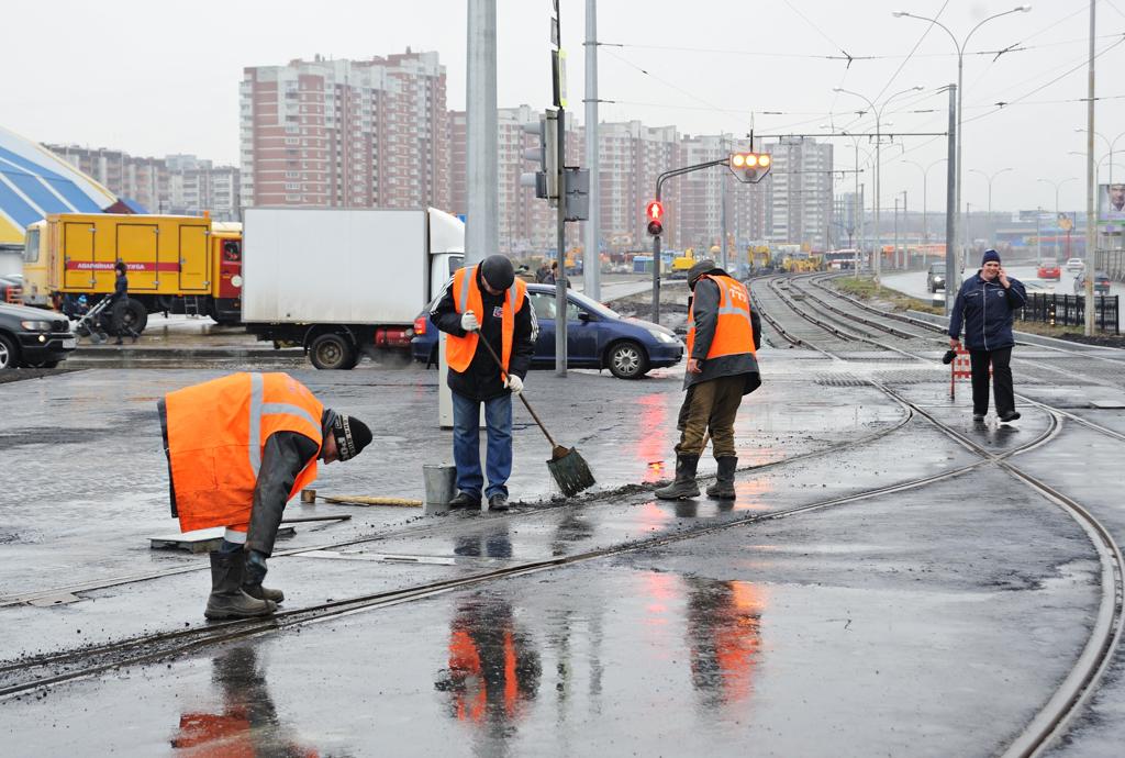 Сегодня дорожники Екатеринбурга залатают ямы на четырех улицах