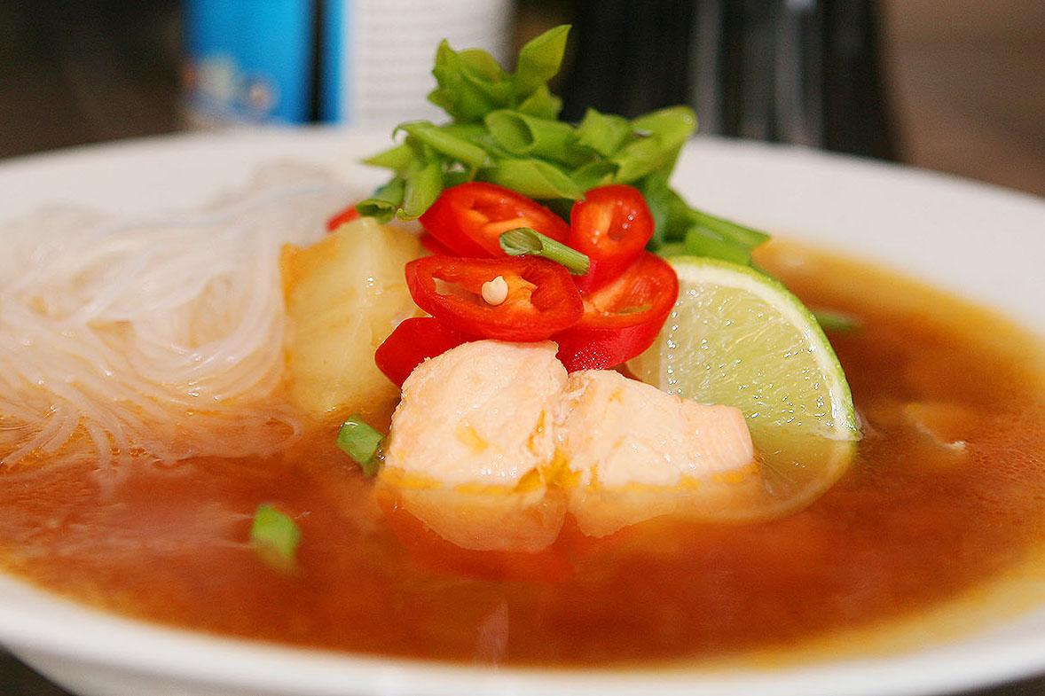Небритый повар. Греемся в холода острым азиатским супом