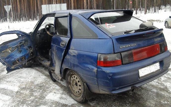На ЕКАД столкнулись ВАЗ-2112 и Subaru. Водитель «двенадцатой» в коме