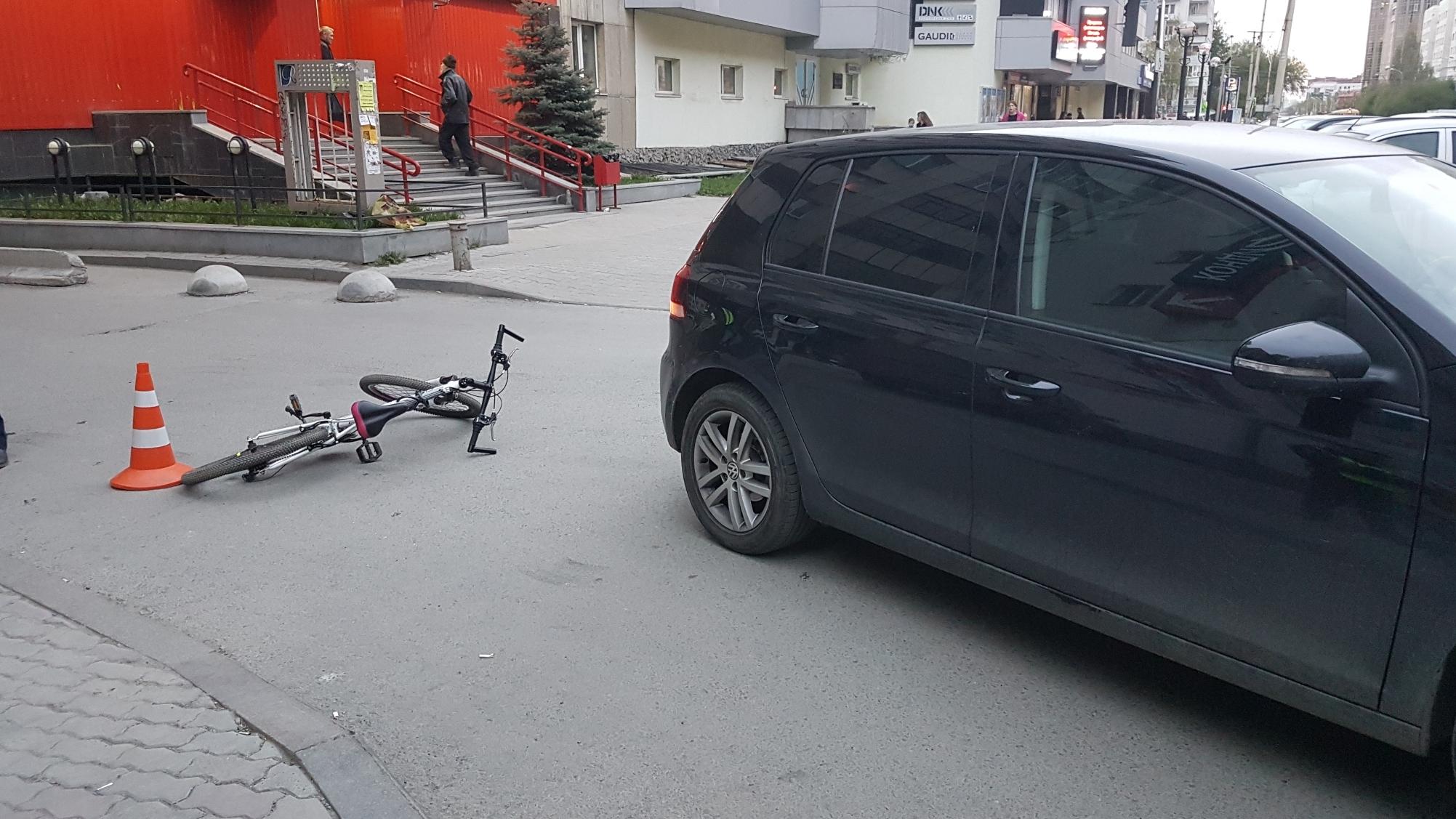 На Луначарского водитель Volkswagen сбил 11-летнюю велосипедистку