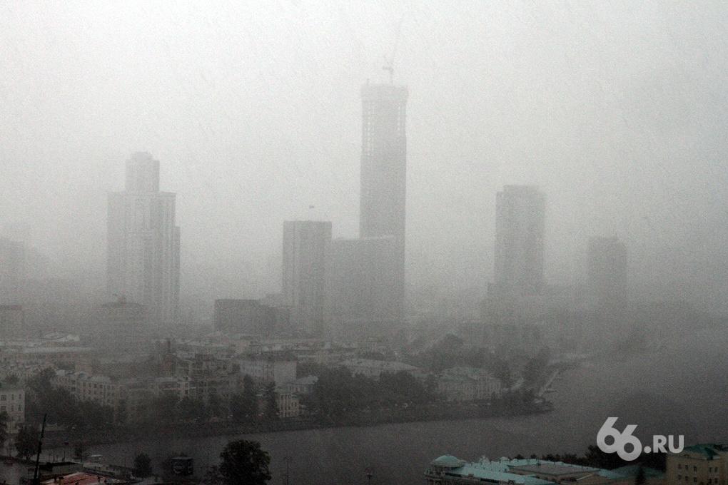 «Ураган» online: город накрывает дождем и градом
