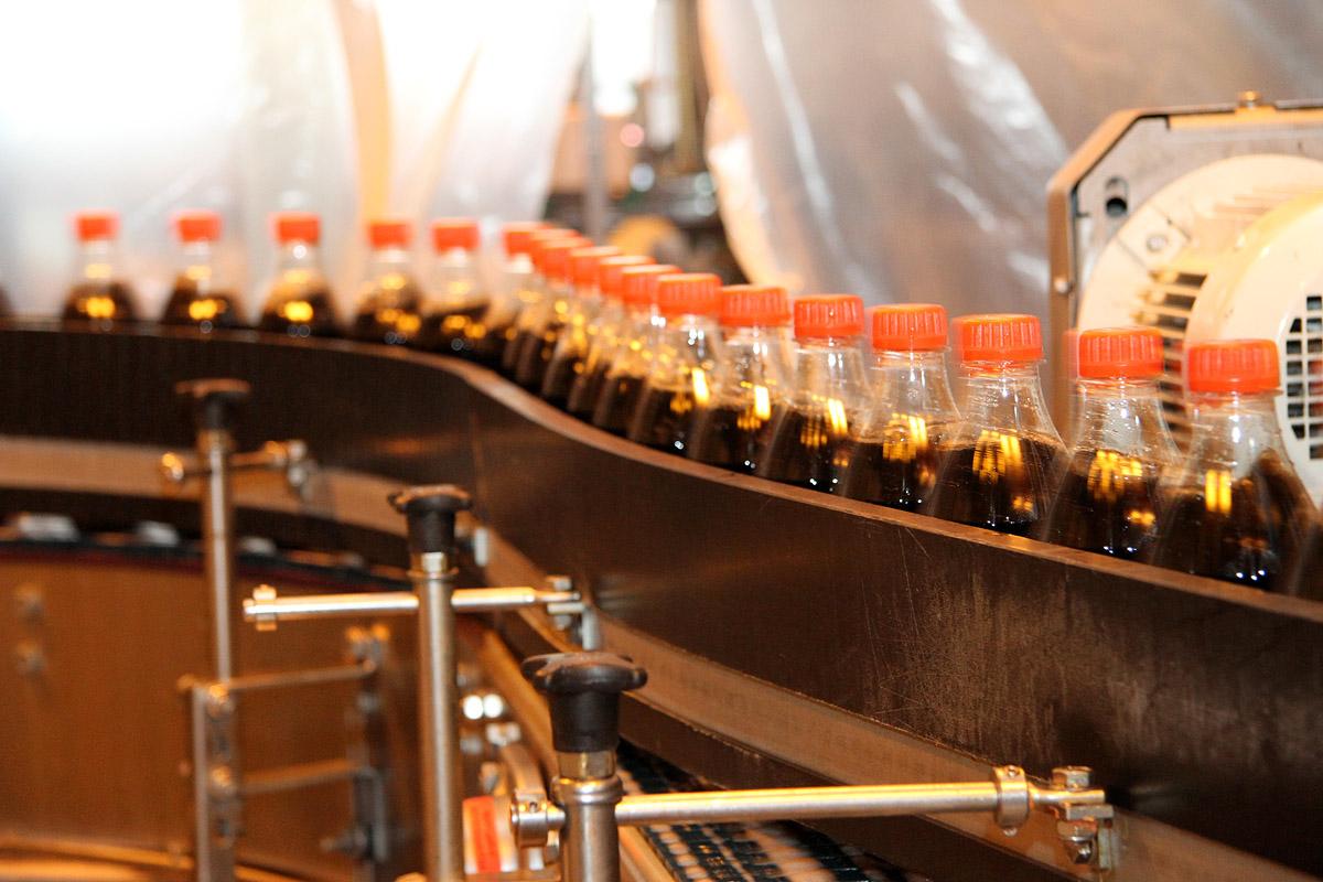 Из чего сделана Coca-Cola: в репортаже все до последней капли