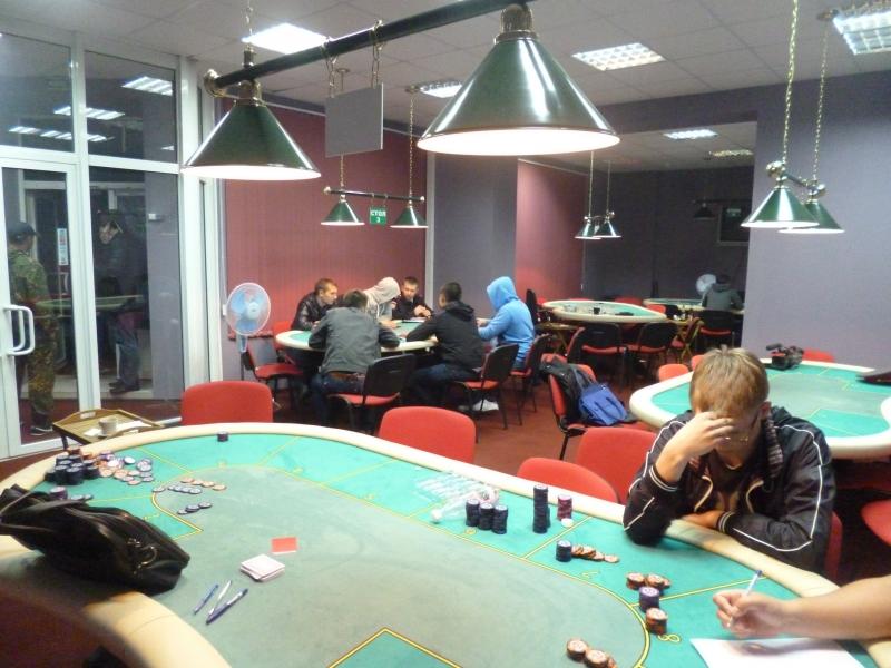 Полицейские сорвали турнир по покеру в нелегальном игровом клубе в центре Екатеринбурга