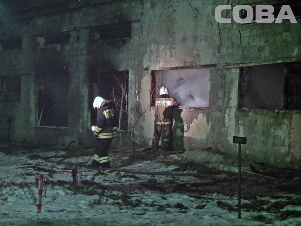 В Верхней Пышме горит цех по производству поролона: площадь пожара 2000 квадратных метров