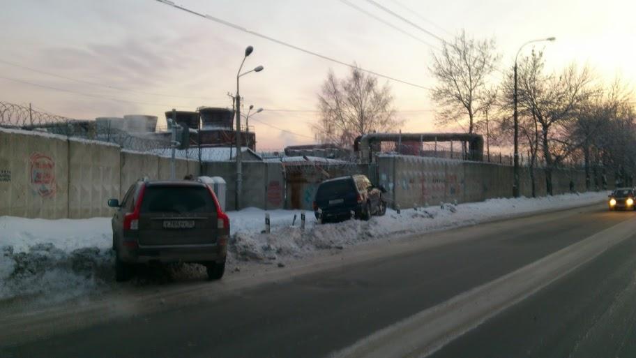 На Самолетной Chevrolet врезался в железнодорожный шлагбаум