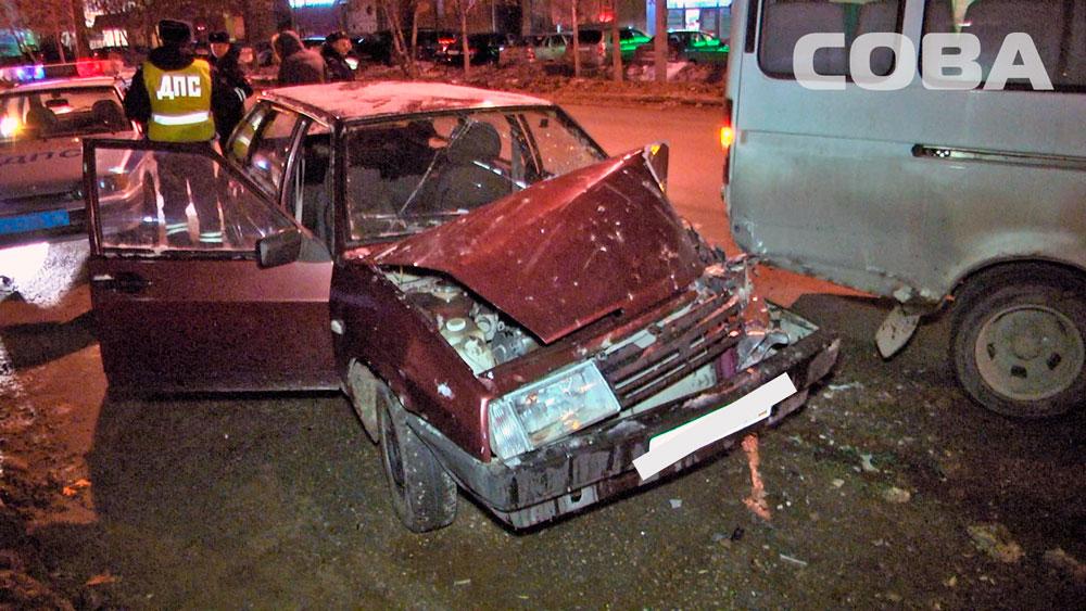 На Репина неопытный водитель на ВАЗе протаранил пассажирскую «Газель»