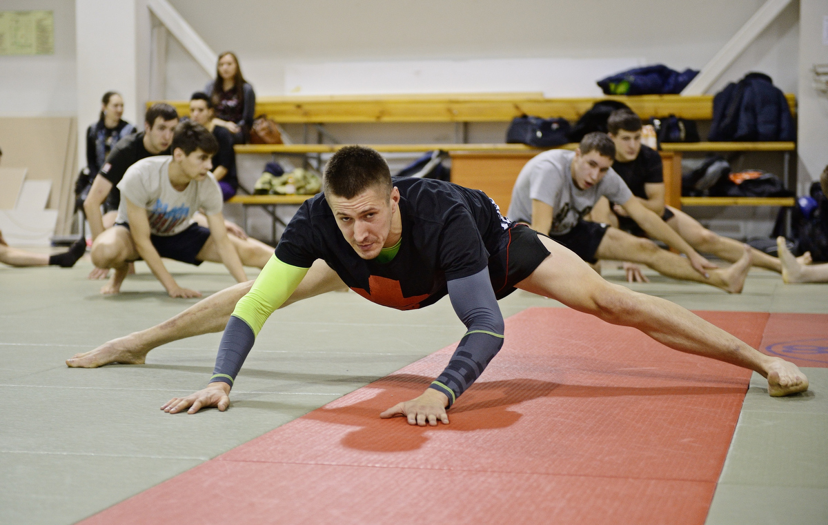 Чемпион мира по тайскому боксу из новой группы Сергея Михалка провел тренировку в УрФУ