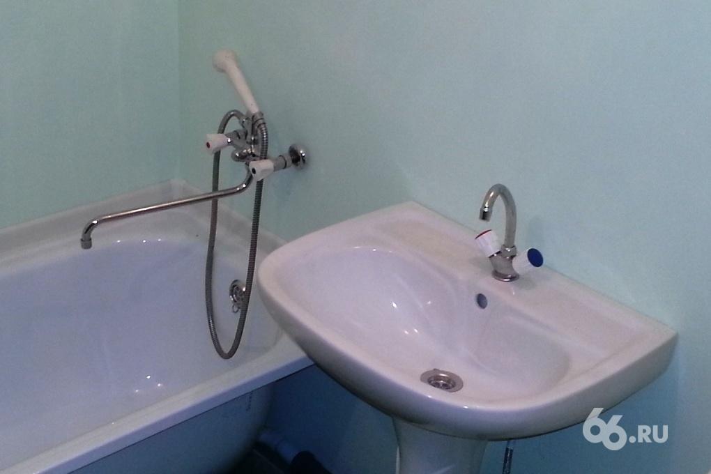 Из-за аварии на теплосетях дома на ВИЗе остались без горячей воды