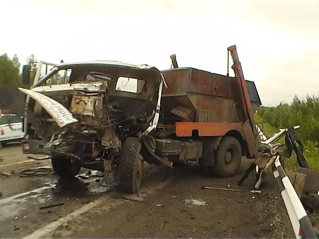 Водителю мусоровоза, который опрокинул автобус на Серовском тракте, грозит 2 года колонии