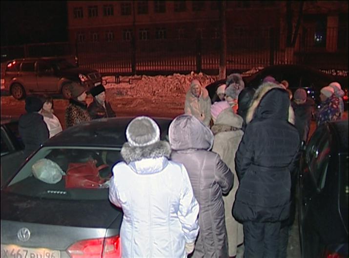 Екатеринбургские родители дежурили всю ночь, чтобы записать детей в первый класс