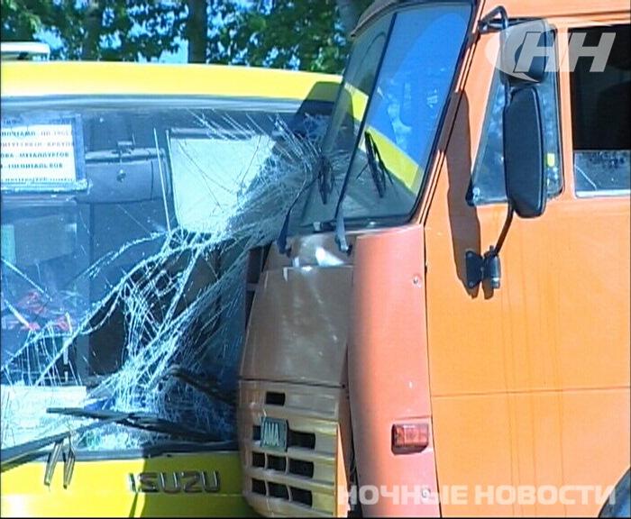 На Репина автобус столкнулся с КамАЗом