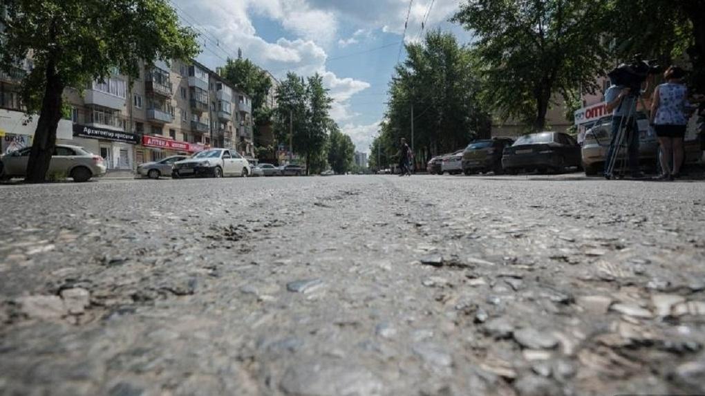 Руководитель областного минтранса проехался посамым «убитым» дорогам Екатеринбурга