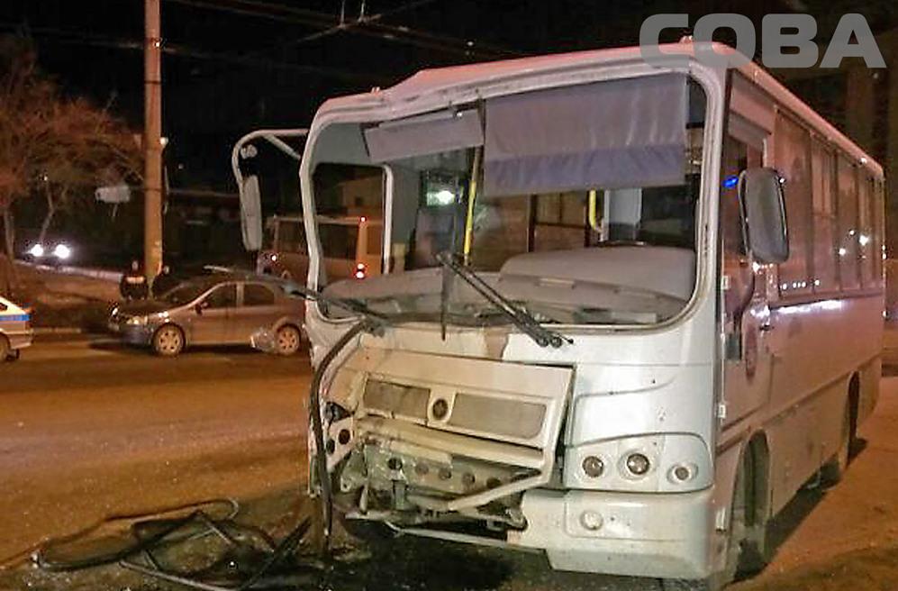 На Щербакова столкнулись два пассажирских автобуса
