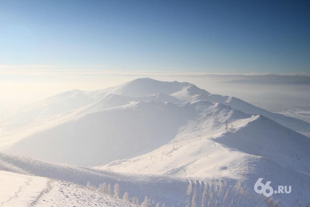 Вдоль хребта II: смотрим на рукотворные горы в компании Volvo V40