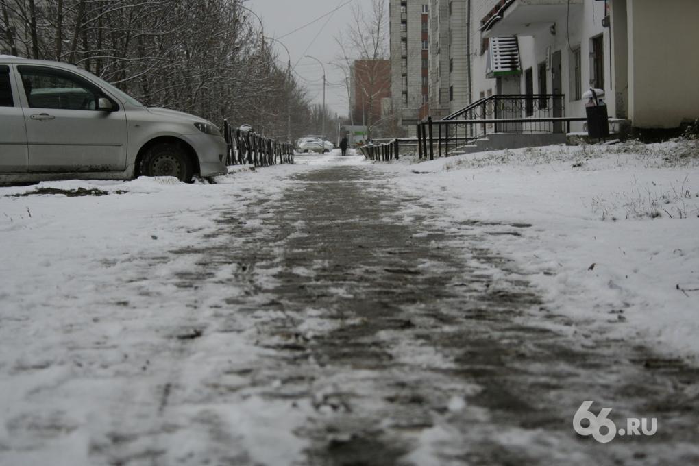 200 уборочных машин вышли на борьбу со снегопадом