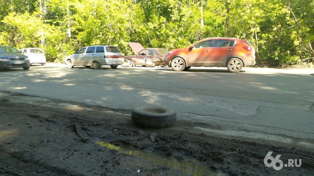 Из-за ДТП с пятью машинами дорога на Березовский оказалась блокирована