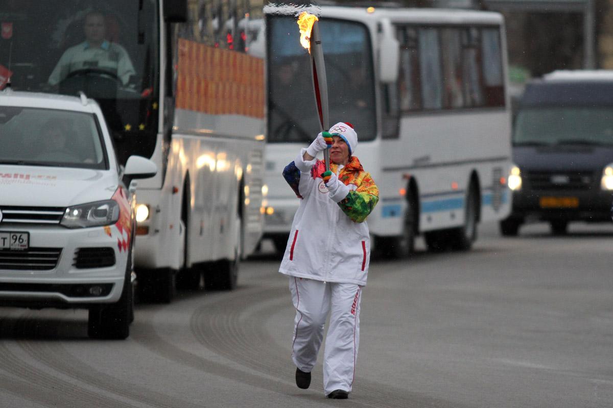 Олимпийская эстафета: Глинка и Холманских пробежали без ЧП, Тушин на старте