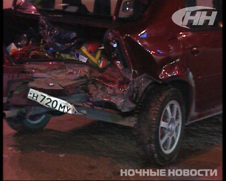 На ВИЗе столкнулись Renault и Chevrolet. Виновник ДТП сбежал