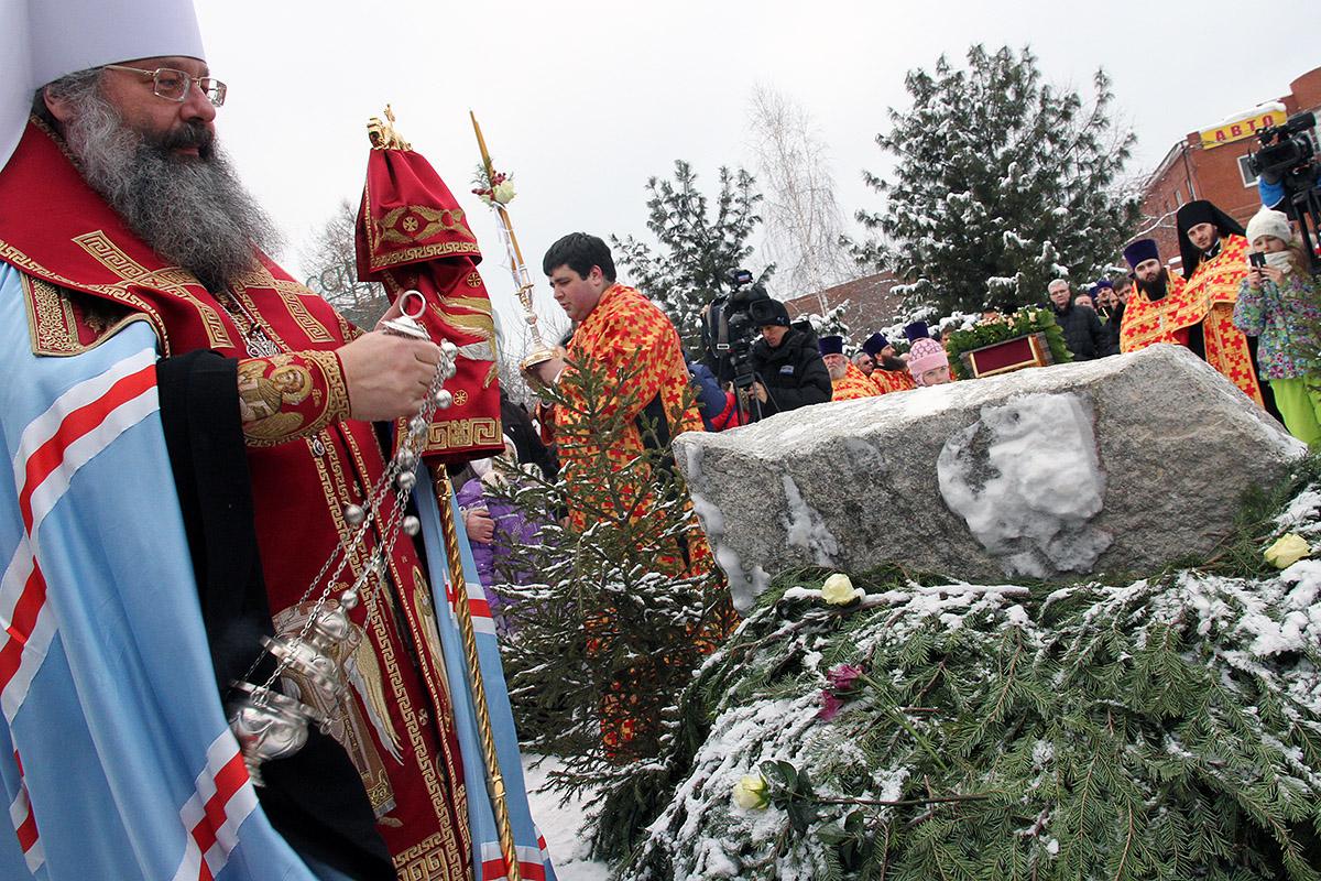 Митрополит Кирилл заложил камень первого храма на Ботанике