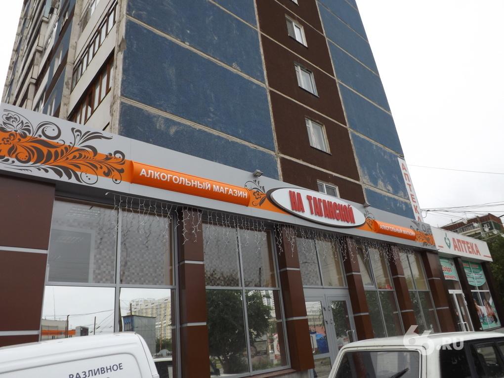 Жители Эльмаша: «Хозяин магазина хочет захватить территорию у нашего дома»