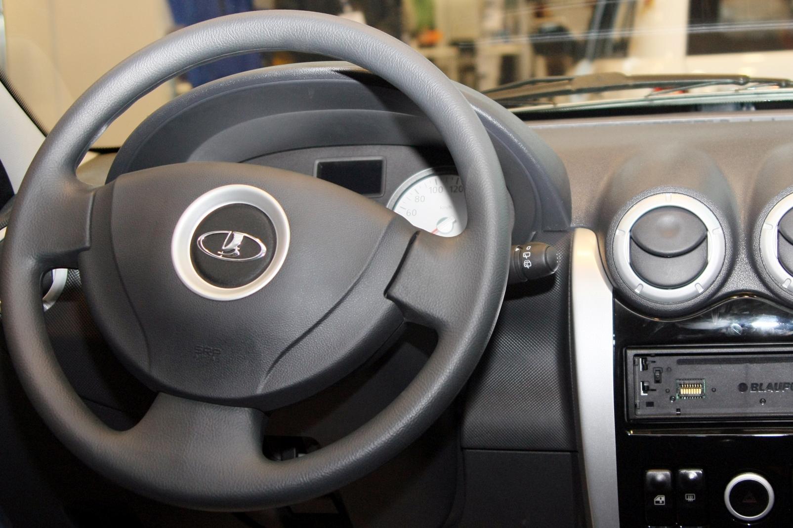 Продажи АвтоВАЗа за 2013 год снизились почти на 13%