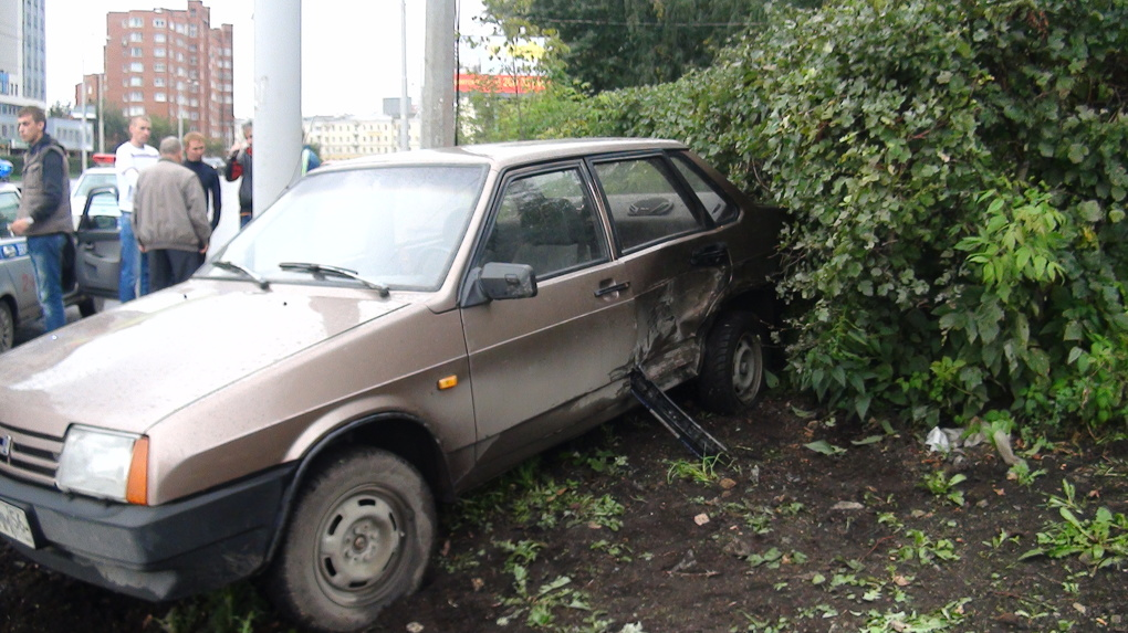 На Папанина машина после аварии вылетела на школьника
