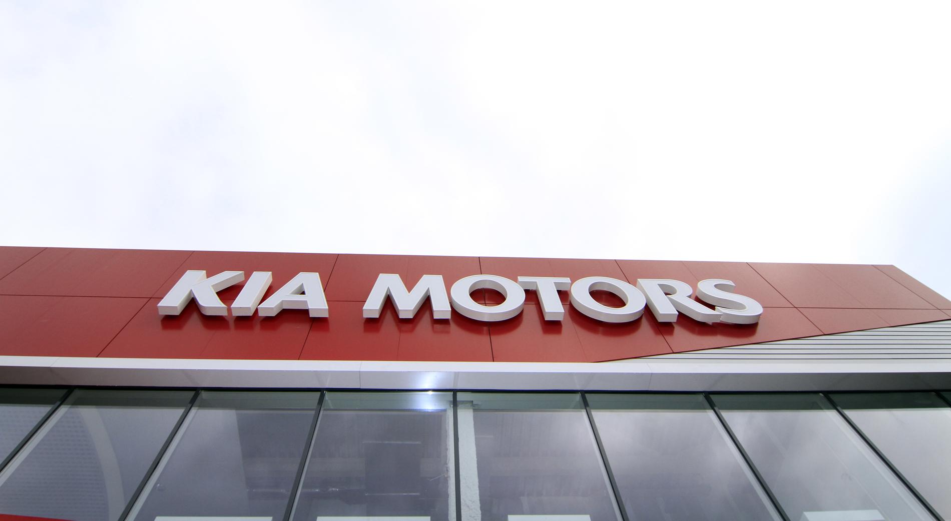 «Красный куб»: самый большой центр KIA открылся в Екатеринбурге