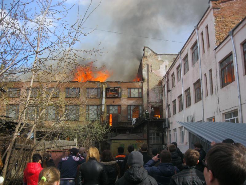 В Екатеринбурге горит ЦК «Орджоникидзевский»
