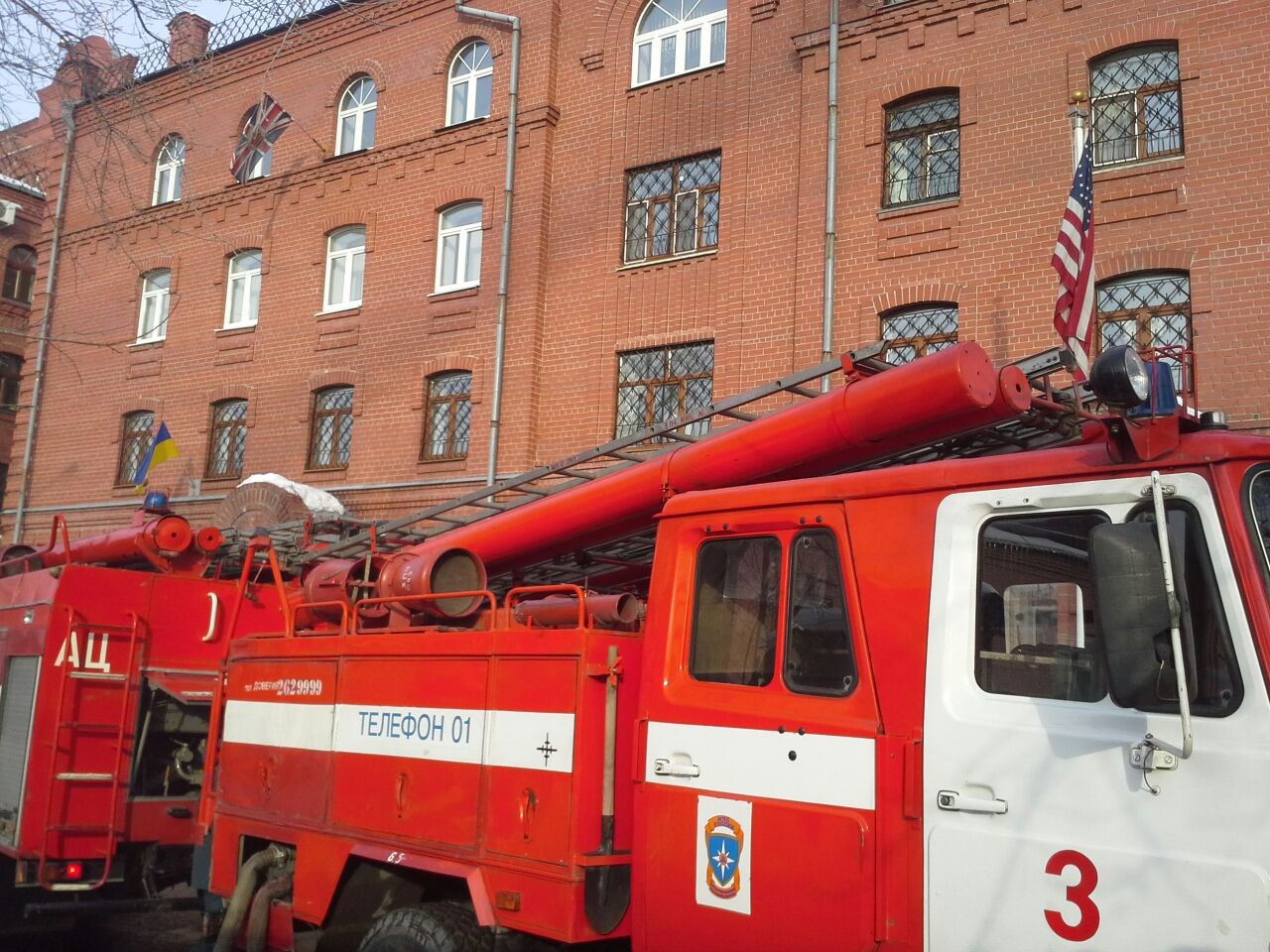 Застройщик: пожар напротив консульства вызвало короткое замыкание