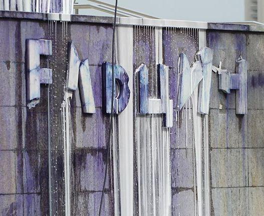 Видеокамеры не увидели вандалов, разукрасивших Ельцина