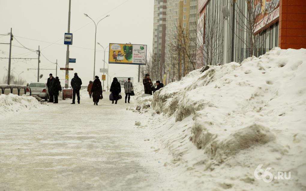 Куйвашев не стал чистить город: мэрия якобы справится сама
