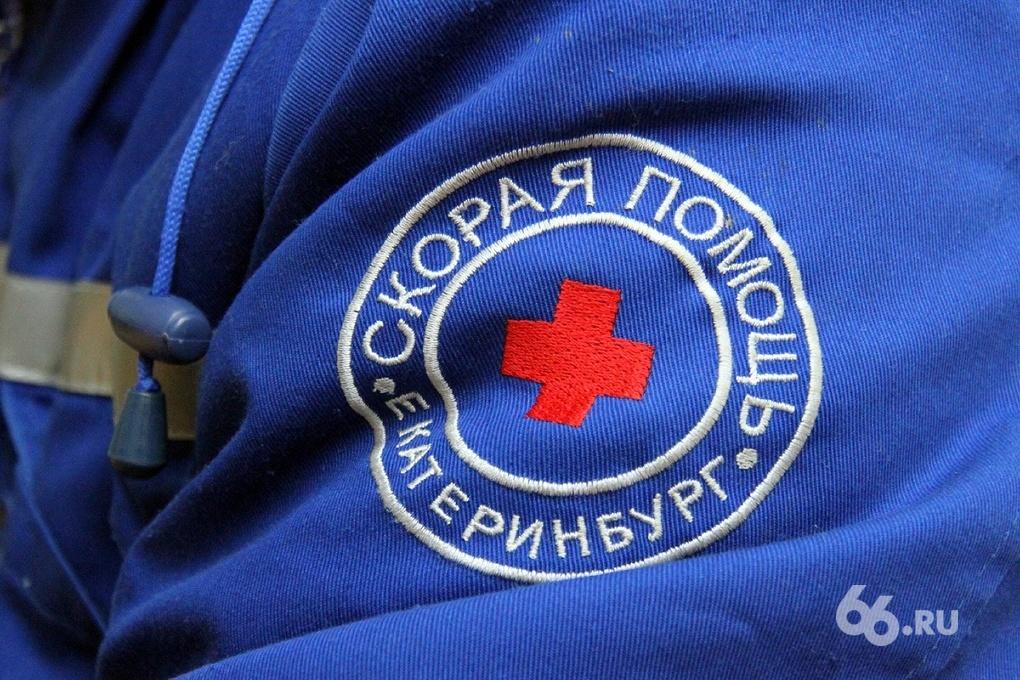 На Серовском тракте перевернулся рейсовый автобус, пострадали трое детей