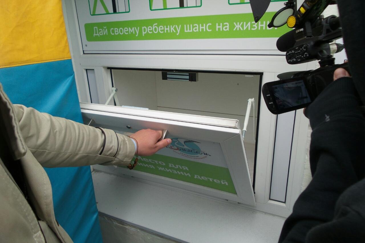 «Одумайтесь!» В Екатеринбурге ищут родителей мальчика, оставленного в беби-боксе