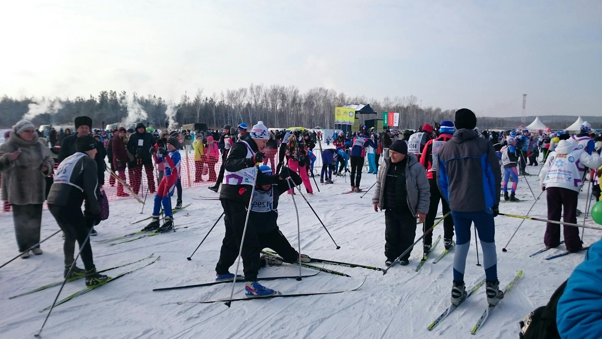 Среди снегов и камышей: в Екатеринбурге состоялась «Лыжня России»