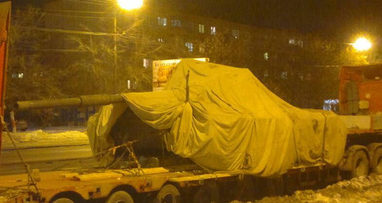 Загадочный танк насторожил жителей Уралмаша