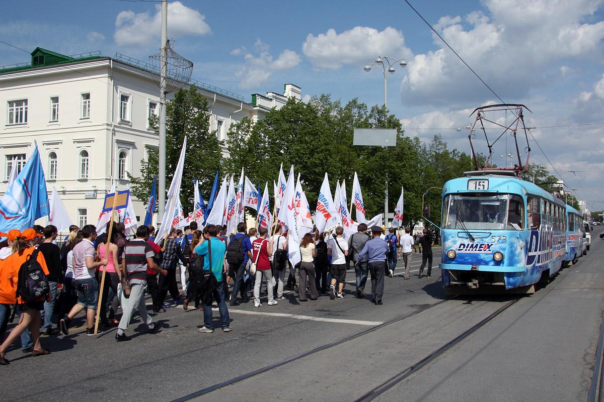 Работу общественного транспорта 9 мая продлили до часа ночи